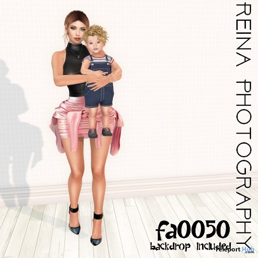 Family Pose With Backdrop FA0050 April 2019 Gift by Reina Photography- Teleport Hub - teleporthub.com